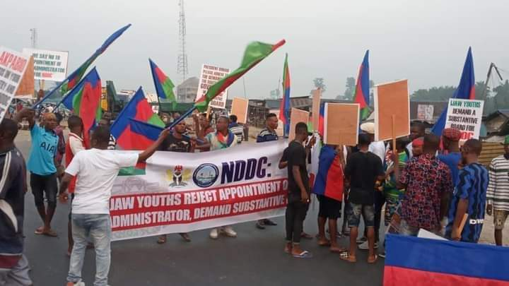 ANGRY IJAW YOUTHS PROTESTS AS PROF. STEVE AZAIKI KICKS AGAINST APPOINTMENT OF NDDC SOLE ADMINISTRATOR
